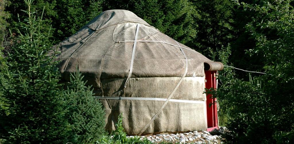 De eerste yurt by Pieter Schepens